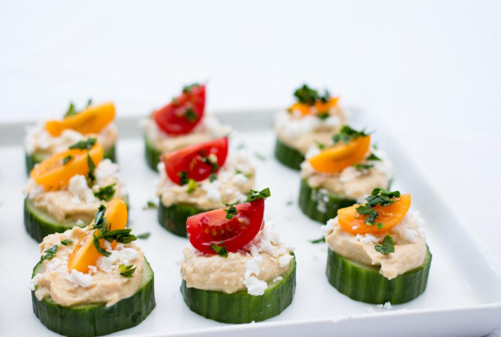 canapés de verduras con hummus