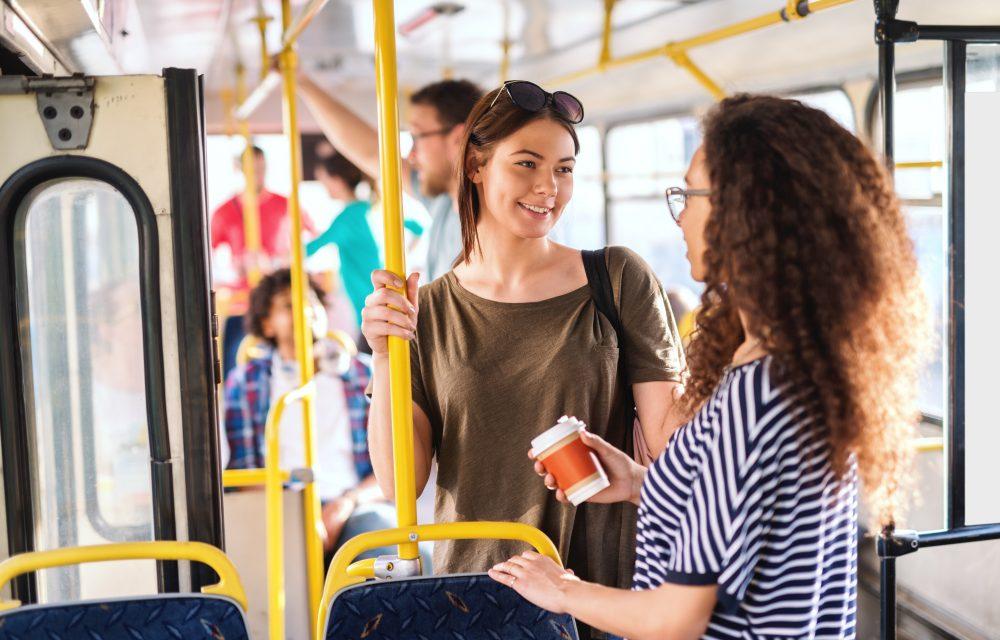 hablar en el autobús